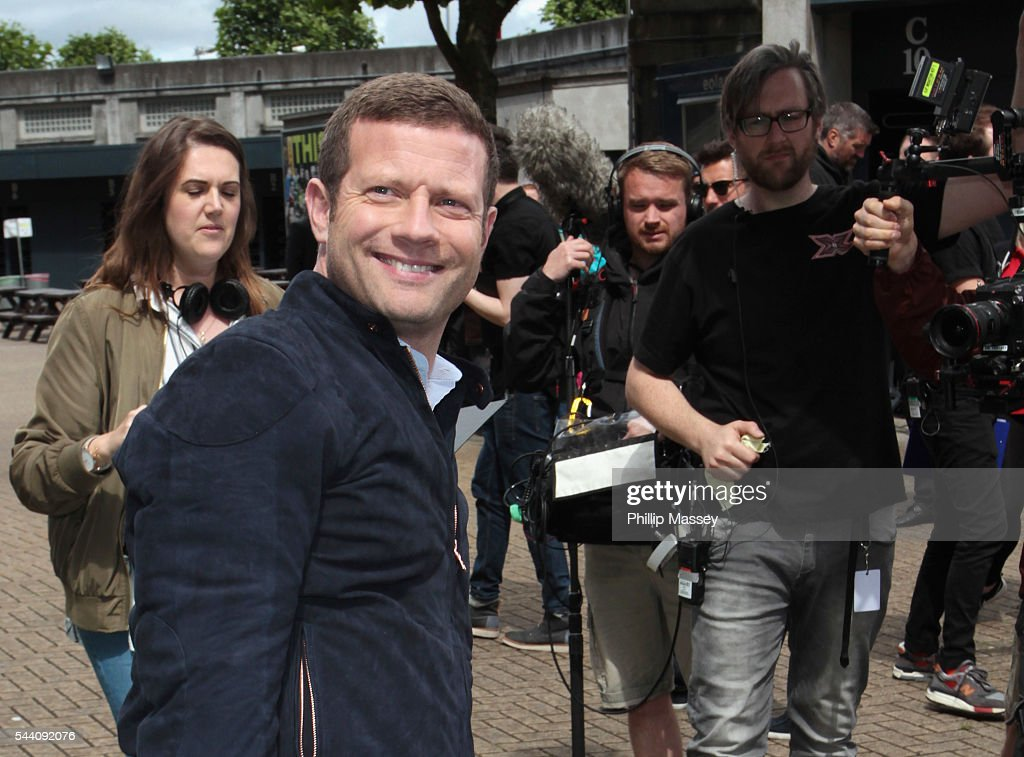 <a gi-track='captionPersonalityLinkClicked' href=/galleries/search?phrase=Dermot+O%27Leary&family=editorial&specificpeople=226772 ng-click='$event.stopPropagation()'>Dermot O'Leary</a> arrives at the Dublin X Factor auditions at Croke Park on July 1, 2016 in Dublin, Ireland.