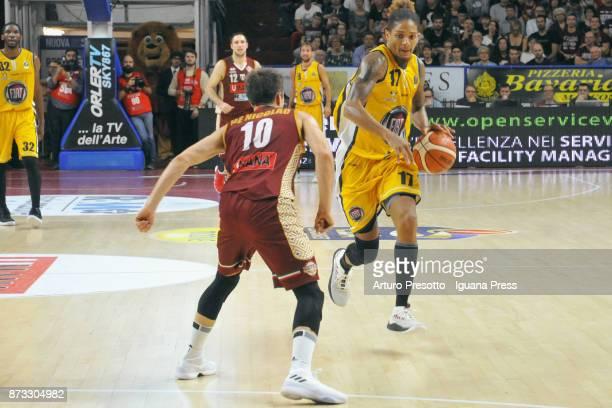 Deron Washington of Fiat competes with Andrea De Nicolao of Umana during the LBA LegaBasket of Serie A match between Reyer Umana Venezia and Auxilium...