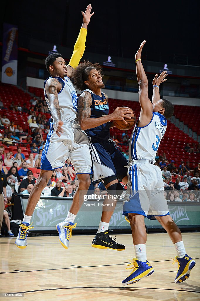 Deron  Washington #35 of the Charlotte Bobcats aims at the basket surrounded by defenders during NBA Summer League game between the Charlotte Bobcats and the Golden State Warriors on July 21, 2013 at the Cox Pavilion in Las Vegas, Nevada.