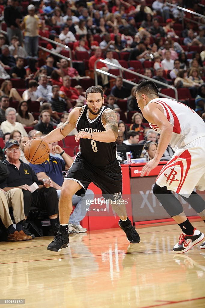 Deron Williams #8 of the Brooklyn Nets drives to the basket against Jeremy Lin #7 of the Houston Rockets on January 26, 2013 at the Toyota Center in Houston, Texas.