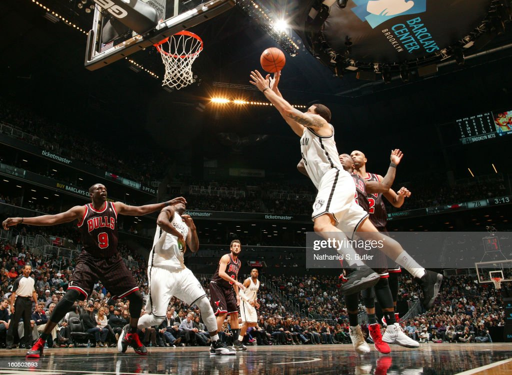 <a gi-track='captionPersonalityLinkClicked' href=/galleries/search?phrase=Deron+Williams&family=editorial&specificpeople=203215 ng-click='$event.stopPropagation()'>Deron Williams</a> #8 of the Brooklyn Nets drives to the basket against the Chicago Bulls on February 1, 2013 at the Barclays Center in the Brooklyn borough of New York City.