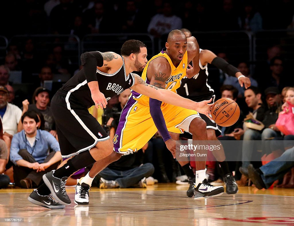 Deron Williams #8 of the Brooklyn Nets goes for a loose ball against Kobe Bryant #24 of the Los Angeles Lakers at Staples Center on November 20, 2012 in Los Angeles, California.