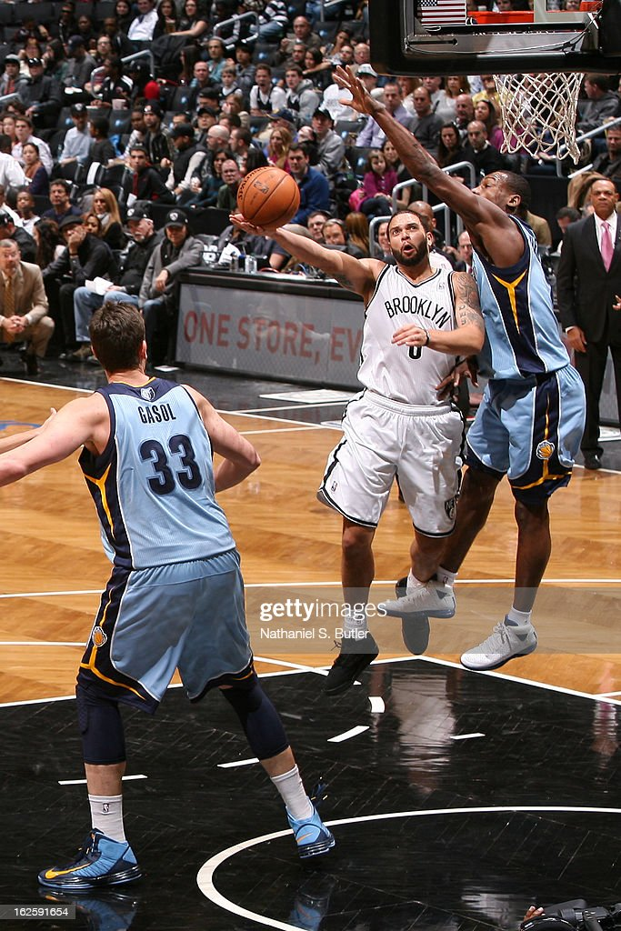 <a gi-track='captionPersonalityLinkClicked' href=/galleries/search?phrase=Deron+Williams&family=editorial&specificpeople=203215 ng-click='$event.stopPropagation()'>Deron Williams</a> #8 of the Brooklyn Nets shoots against <a gi-track='captionPersonalityLinkClicked' href=/galleries/search?phrase=Tony+Allen+-+Basketball+Player&family=editorial&specificpeople=201665 ng-click='$event.stopPropagation()'>Tony Allen</a> #9 of the Memphis Grizzlies on February 24, 2013 at the Barclays Center in the Brooklyn borough of New York City.