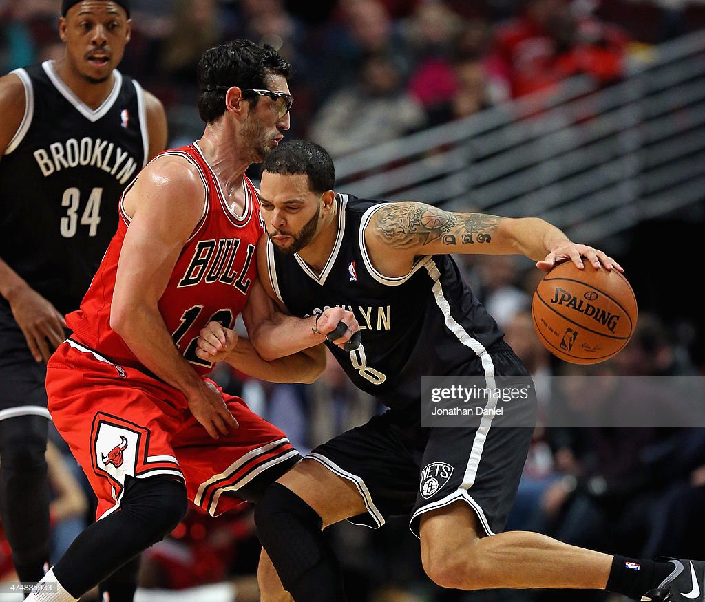 <a gi-track='captionPersonalityLinkClicked' href=/galleries/search?phrase=Deron+Williams&family=editorial&specificpeople=203215 ng-click='$event.stopPropagation()'>Deron Williams</a> #8 of the Brooklyn Nets tries to moves against <a gi-track='captionPersonalityLinkClicked' href=/galleries/search?phrase=Kirk+Hinrich&family=editorial&specificpeople=201629 ng-click='$event.stopPropagation()'>Kirk Hinrich</a> #12 of the Chicago Bulls at the United Center on February 13, 2014 in Chicago, Illinois. The Bulls defeated the Nets 92-76.