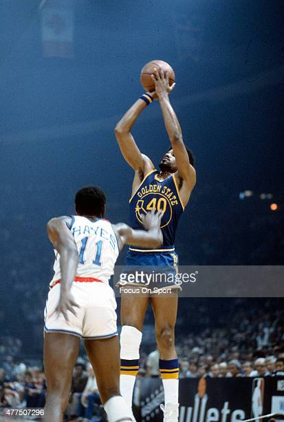 Derrek Dickey of the Golden State Warriors shoots over Elvin Hayes of the Washington Bullets during an NBA basketball game circa 1975 at the Capital...