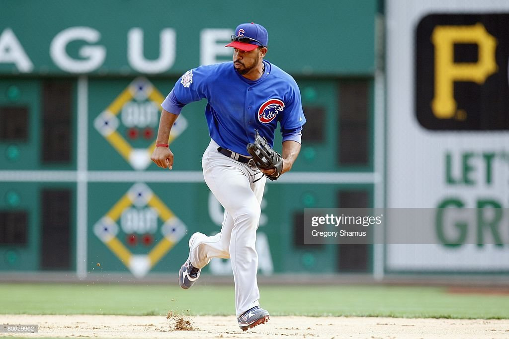 Derrek Lee 25 Of The Chicago Cubs Runs To Field Ball Against Pittsburgh