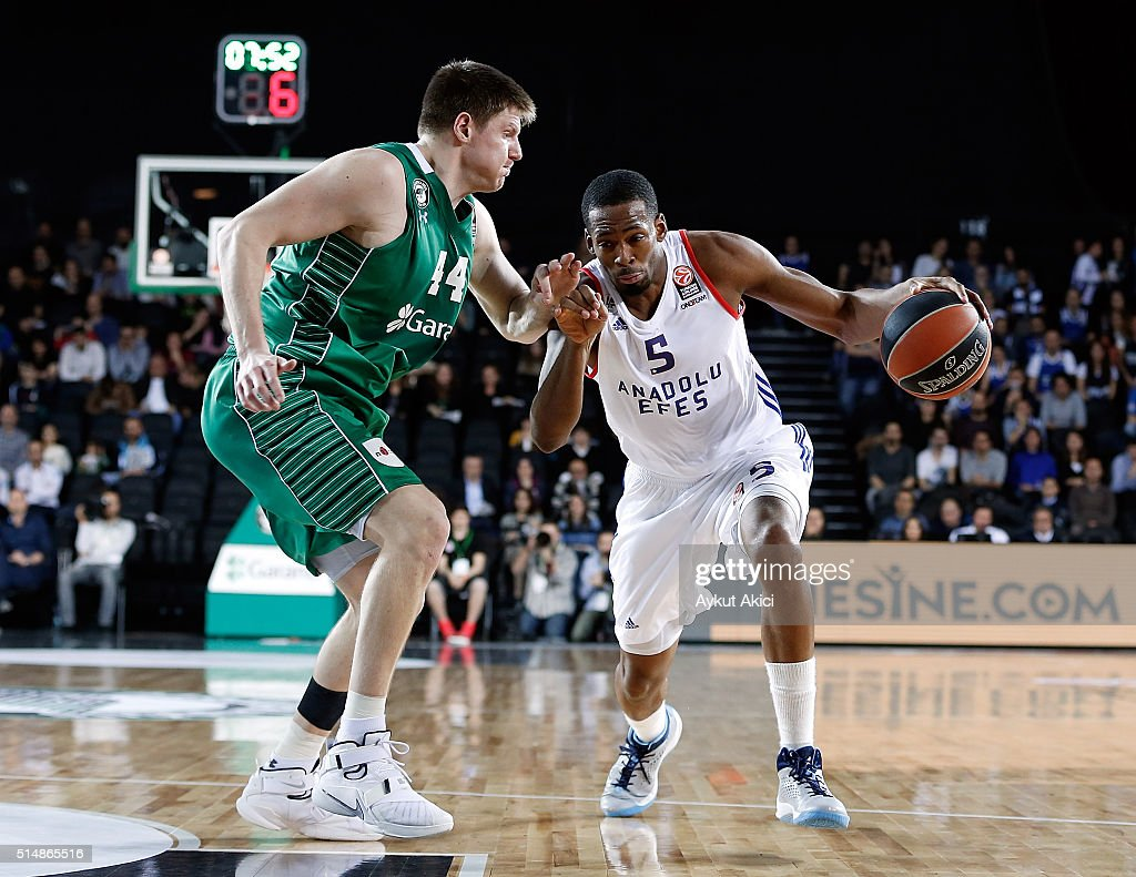 Derrick Brown #5 of Anadolu Efes Istanbul in action during the 20152016 Turkish Airlines Euroleague Basketball Top 16 Round 10 game between...