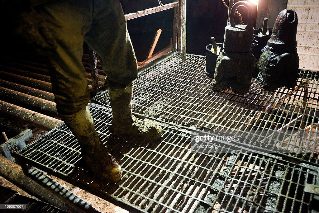 A derrick hand with muddy boots stands on the platform of an oil rig next to used drilling bits at Kilbarger Construction Inc.'s Service Rig 5 in Knox County, Ohio, U.S., on Saturday, Jan. 5, 2013. Domestic U.S. oil production averaged 6.99 million barrels a day in the week ended Dec. 28, the most since March 1993, according to the Jan. 4 Energy Department report. Photographer: Ty Wright/Bloomberg via Getty Images