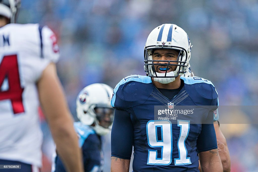 Derrick Morgan #91 of the Tennessee Titans looks over the offense during a game against the Houston Texans at Nissan Stadium on January 1, 2017 in Nashville, Tennessee. The Titans defeated the Texans 24-17.