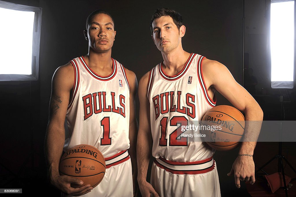 ¿Cuánto mide Derrick Rose? - Altura - Real height Derrick-rose-and-kirk-hinrich-of-the-chicago-bulls-pose-for-a-during-picture-id83068091