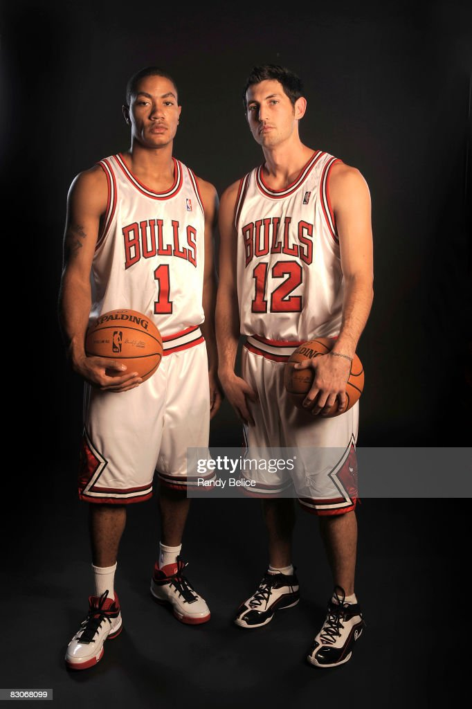 ¿Cuánto mide Derrick Rose? - Altura - Real height Derrick-rose-and-kirk-hinrich-of-the-chicago-bulls-pose-for-a-during-picture-id83068099