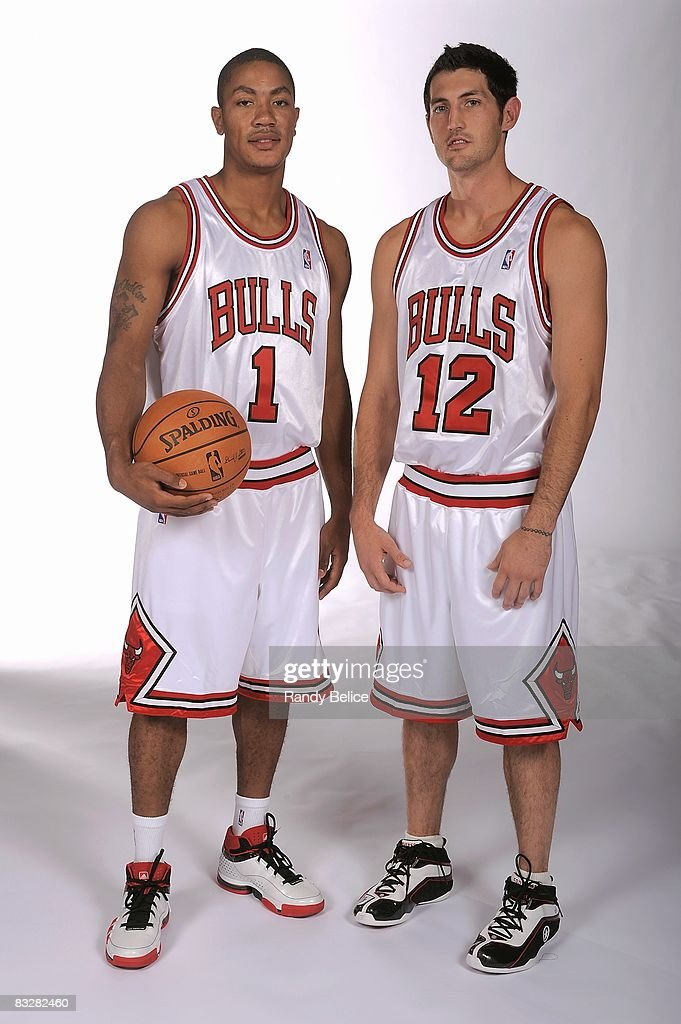 ¿Cuánto mide Derrick Rose? - Altura - Real height Derrick-rose-and-kirk-hinrich-of-the-chicago-bulls-pose-for-a-during-picture-id83282460