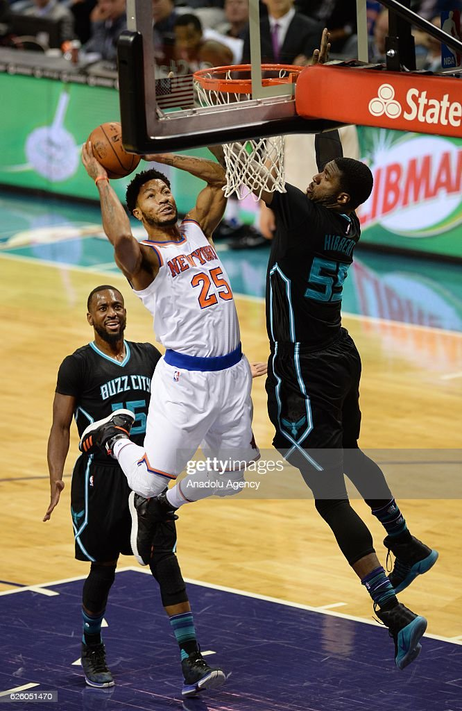 Derrick Rose (C) of New York Knicks jumps to score during the NBA match between New York Knicks vs Charlotte Hornets at the Spectrum arena in Charlotte, NC, USA on November 26, 2016.