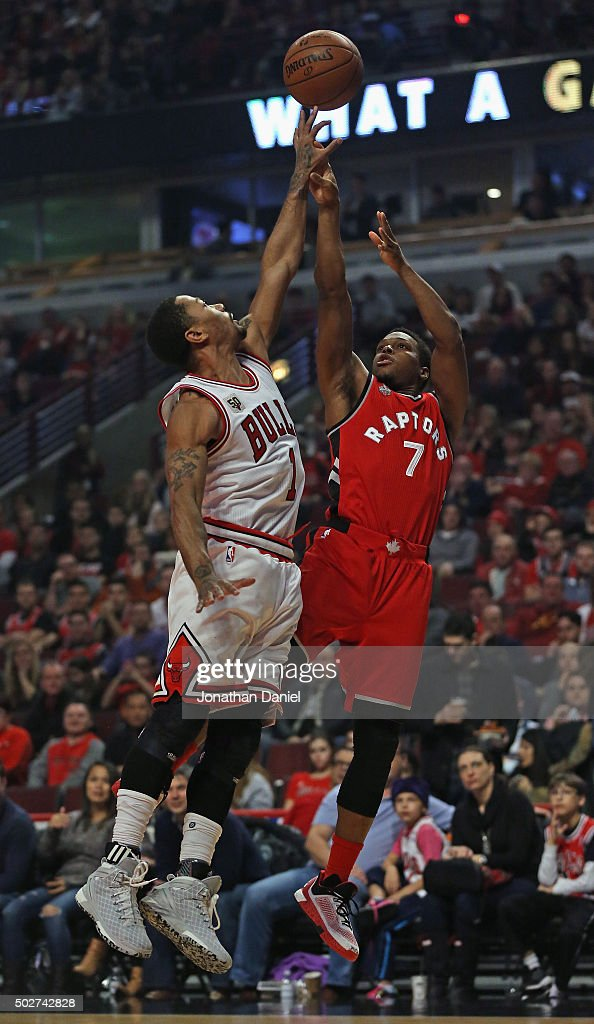 <a gi-track='captionPersonalityLinkClicked' href=/galleries/search?phrase=Derrick+Rose&family=editorial&specificpeople=4212732 ng-click='$event.stopPropagation()'>Derrick Rose</a> #1 of the Chicago Bulls blocks a shot by <a gi-track='captionPersonalityLinkClicked' href=/galleries/search?phrase=Kyle+Lowry&family=editorial&specificpeople=714625 ng-click='$event.stopPropagation()'>Kyle Lowry</a> #7 of the Toronto Raptors at the United Center on December 28, 2015 in Chicago, Illinois.