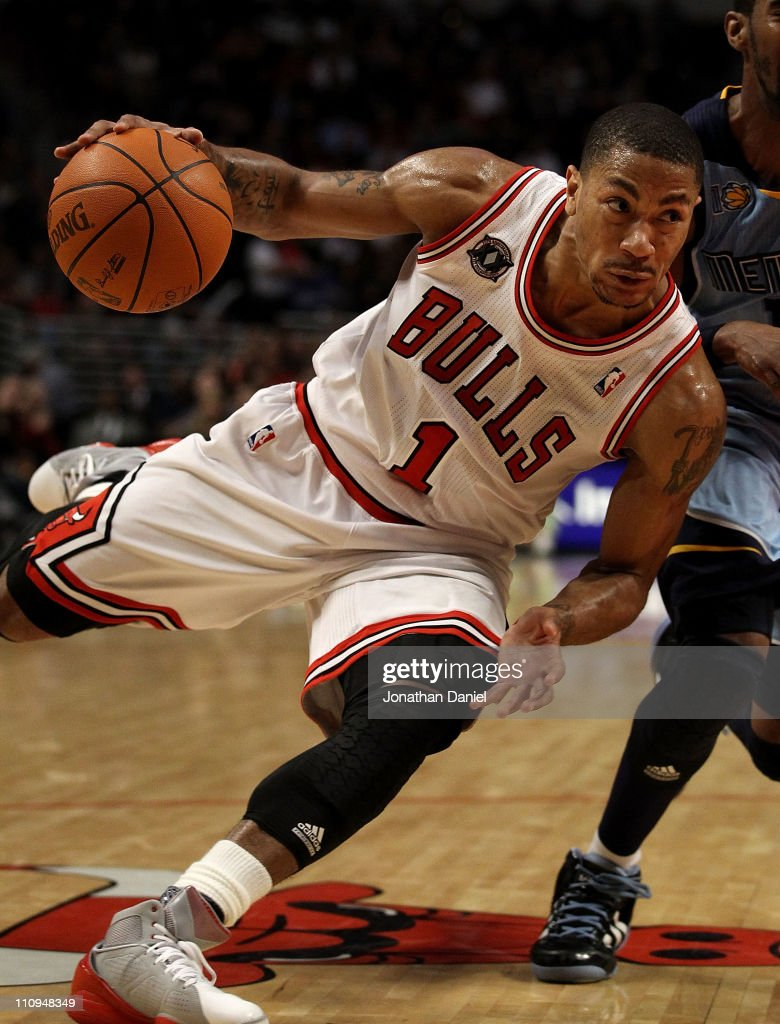 <a gi-track='captionPersonalityLinkClicked' href=/galleries/search?phrase=Derrick+Rose&family=editorial&specificpeople=4212732 ng-click='$event.stopPropagation()'>Derrick Rose</a> #1 of the Chicago Bulls drives against the Memphis Grizzlies at the United Center on March 25, 2011 in Chicago, Illinois. The Bulls defeated the Grizzlies 99-96.