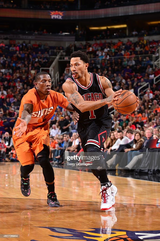 Derrick Rose #1 of the Chicago Bulls handles the ball against Eric Bledsoe #2 of the Phoenix Suns on January 30, 2015 at U.S. Airways Center in Phoenix, Arizona.