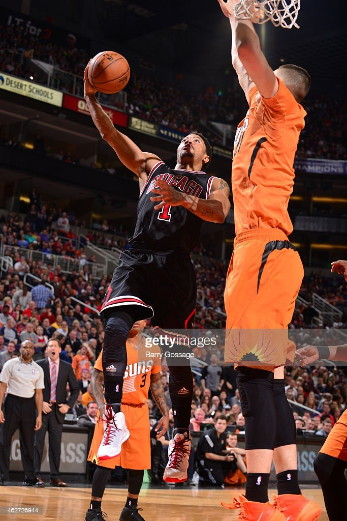 Derrick Rose #1 of the Chicago Bulls shoots against the Phoenix Suns on January 30, 2015 at U.S. Airways Center in Phoenix, Arizona.