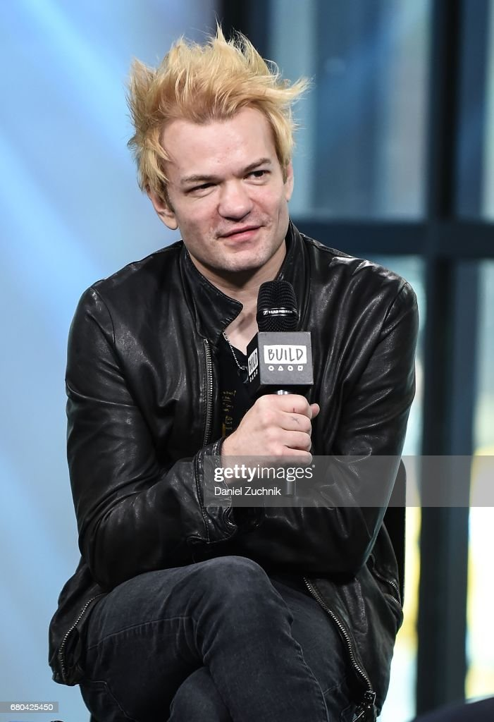 "Build Presents Deryck Whibley Discussing Sum 41 & Pierce The Veil's ""We Will Detonate!"" Tour"