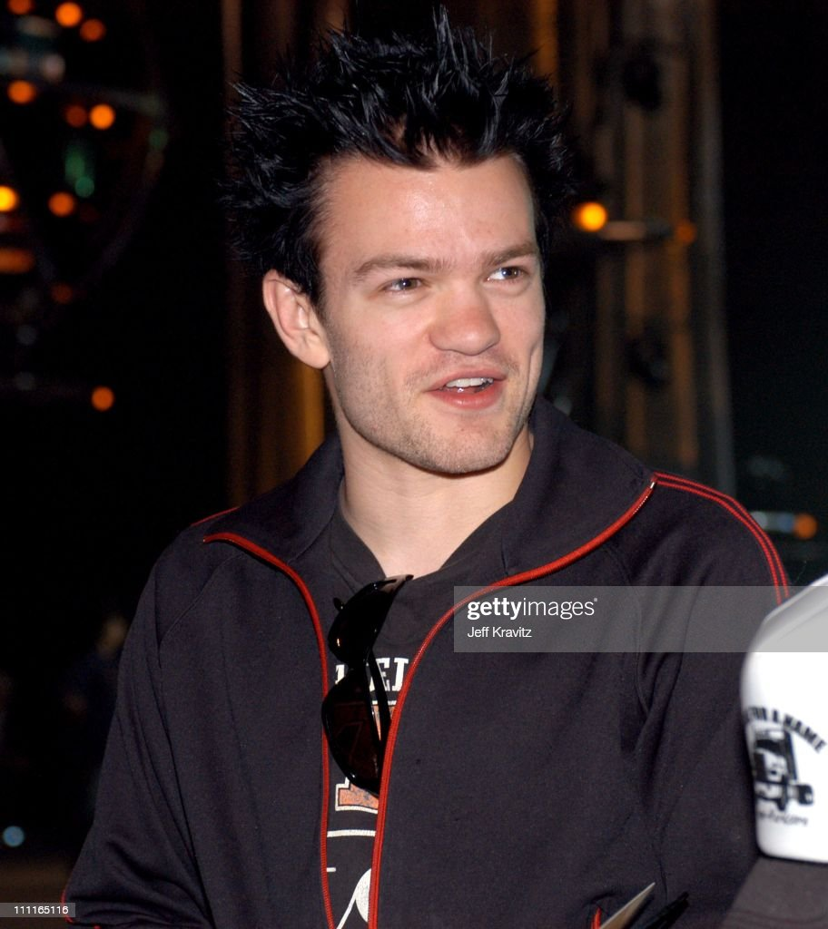 how tall is derek whibley