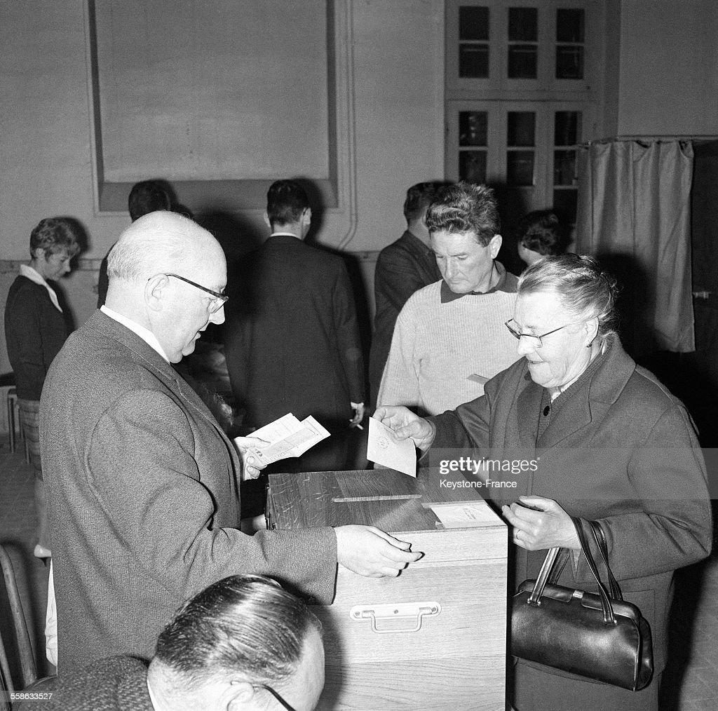 Les Electeurs Du XIIeme Arrondissement De Paris Ont Vote Pictures