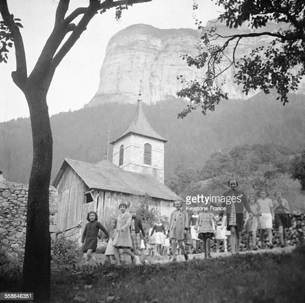 Des enfants profitent de leurs vacances d'été circa 1940 en France