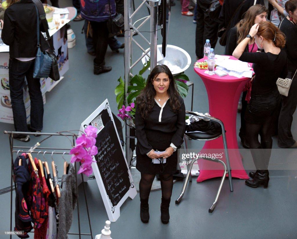 'Des mamans blogueuses très influentes, cibles des grandes marques'. Leslie Sawicka, directrice de la publication 'Paroles de Mamans' pose lors du 'spot des efluent Mums ' à Paris le 21 novembre 2012. Instigatrice de ce premier salon, Leslie Sawicka s'en réjouit. Directrice de publication du groupe Mayane et de Parole de mamans, magazine et premier réseau social dédié aux jeunes mères, elle a voulu 'fédérer les meilleures blogueuses selon des critères de sélection précis' comme leur popularité sur le net. AFP PHOTO / ERIC PIERMONT