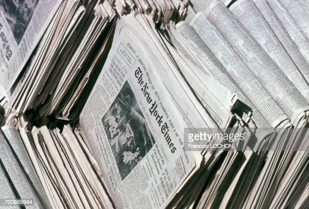 Des piles de l'édition du dimanche du quotidien 'The New York Times' en mai 1978 en France