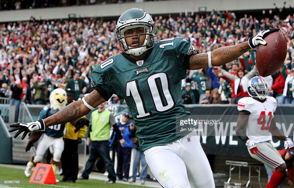 <a gi-track='captionPersonalityLinkClicked' href=/galleries/search?phrase=DeSean+Jackson&family=editorial&specificpeople=2212775 ng-click='$event.stopPropagation()'>DeSean Jackson</a> #10 of the Philadelphia Eagles celebrates his second quarter touchdown against the New York Giants on November 1, 2009 at Lincoln Financial Field in Philadelphia, Pennsylvania.