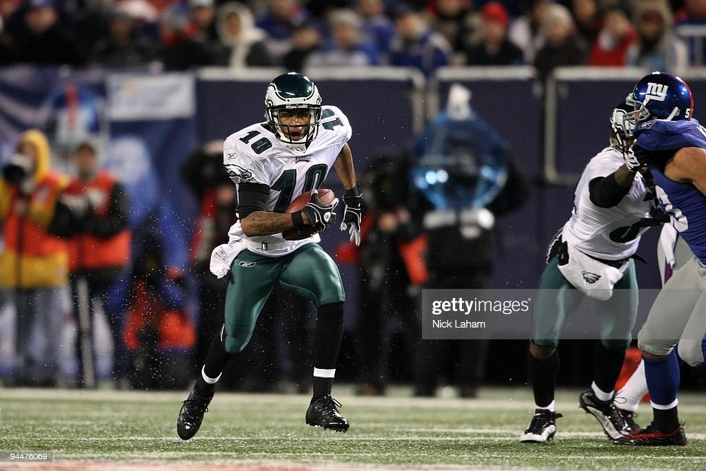 DeSean Jackson #10 of the Philadelphia Eagles runs the ball against the New York Giants at Giants Stadium on December 13, 2009 in East Rutherford, New Jersey.