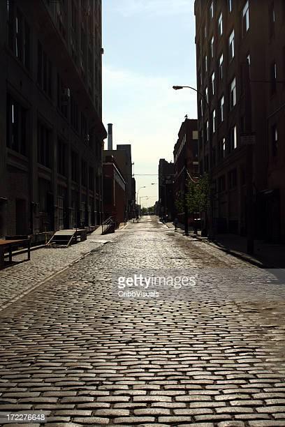 Einsames Brooklyn DUMBO Kopfsteinpflaster der Backstreet Morgen