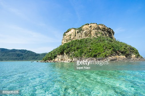 Deserted island with clear tropical water, Japan : Foto de stock