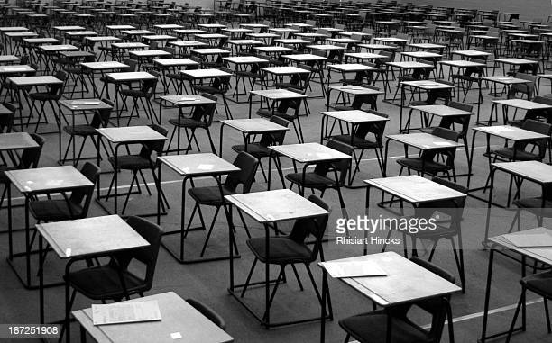 Desgiau arholiad / Exam desks