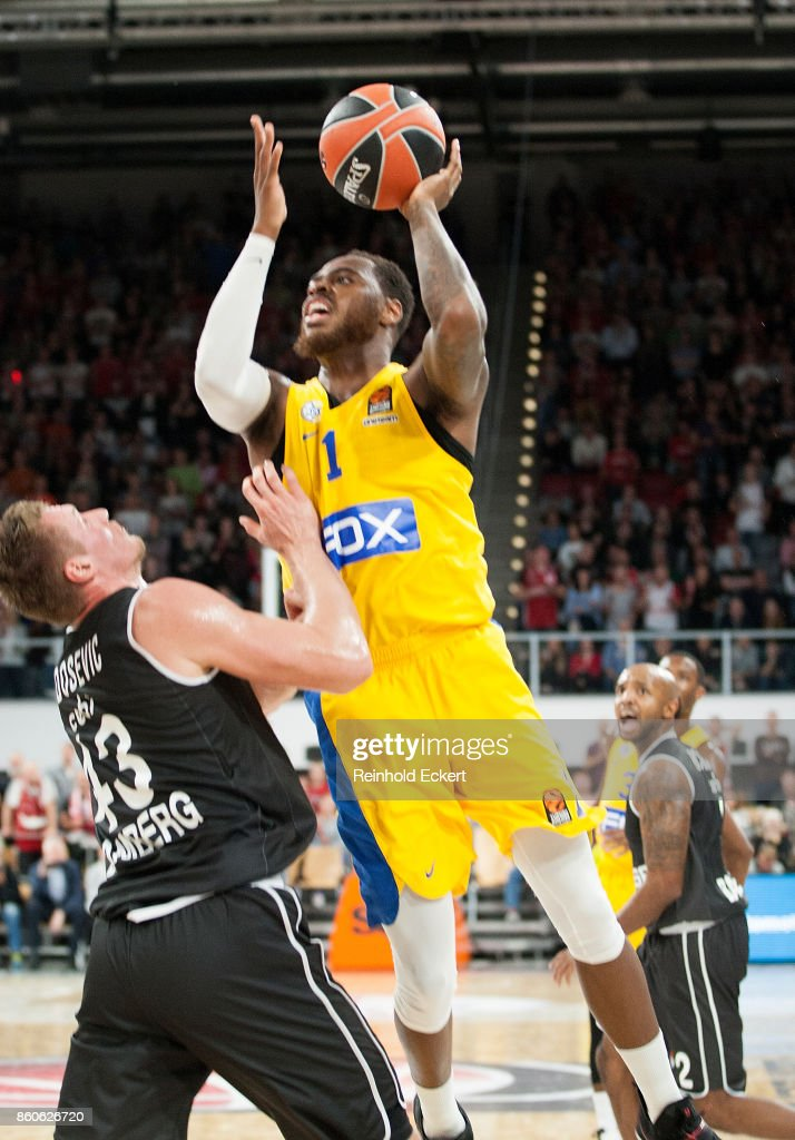 Deshaun Thomas, #1 of Maccabi Fox Tel Aviv competes with Leon Radosevic, #43 of Brose Bamberg during the 2017/2018 Turkish Airlines EuroLeague Regular Season Round 1 game between Brose Bamberg v Maccabi Fox Tel Aviv at Brose Arena on October 12, 2017 in Bamberg, Germany.