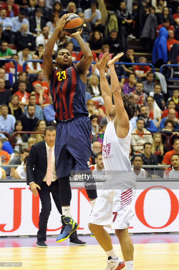Deshaun Thomas #23 of FC Barcelona in action during the 20142015 Turkish Airlines Euroleague Basketball Regular Season Date 2 between EA7 Emporio...