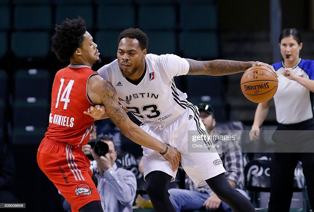 Deshaun Thomas of the Austin Spurs drives around KJ McDaniels of Rio Grande Valley Vipers at the Cedar Park Center on February 9 2016 in Cedar Park...