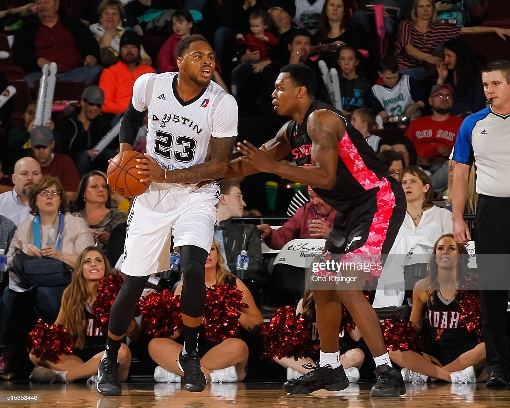 Deshaun Thomas #23 of the Austin Spurs looks to pass the ball while guarded by <a gi-track='captionPersonalityLinkClicked' href=/galleries/search?phrase=Treveon+Graham&family=editorial&specificpeople=8702328 ng-click='$event.stopPropagation()'>Treveon Graham</a> #21 of the Idaho Stampede at CenturyLink Arena on March 12, 2016 in Boise, Idaho.
