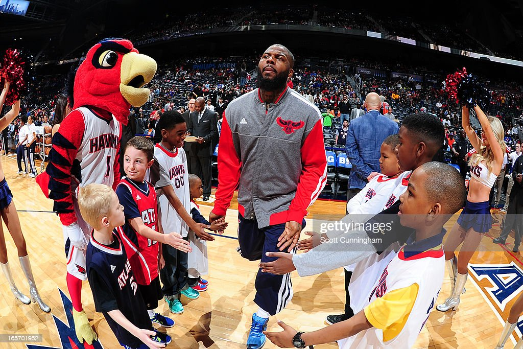 <a gi-track='captionPersonalityLinkClicked' href=/galleries/search?phrase=DeShawn+Stevenson&family=editorial&specificpeople=202494 ng-click='$event.stopPropagation()'>DeShawn Stevenson</a> #92 of the Atlanta Hawks runs out before the game against the New York Knicks on April 3, 2013 at Philips Arena in Atlanta, Georgia.