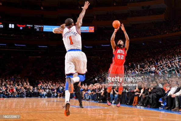 DeShawn Stevenson of the Atlanta Hawks shoots a threepointer against Amar'e Stoudemire of the New York Knicks at Madison Square Garden on January 27...