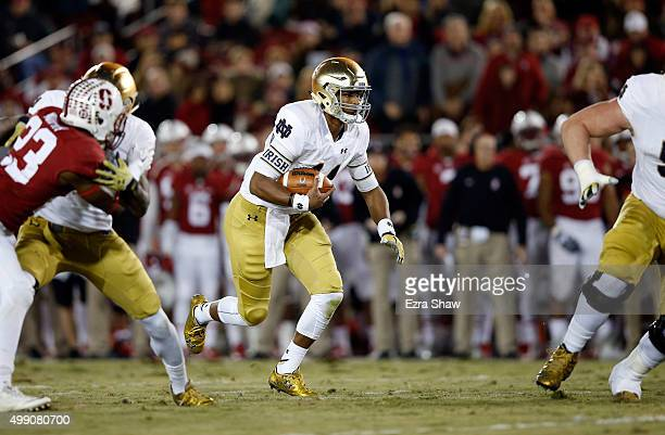 DeShone Kizer of the Notre Dame Fighting Irish runs with the ball against the Stanford Cardinal at Stanford Stadium on November 28 2015 in Palo Alto...