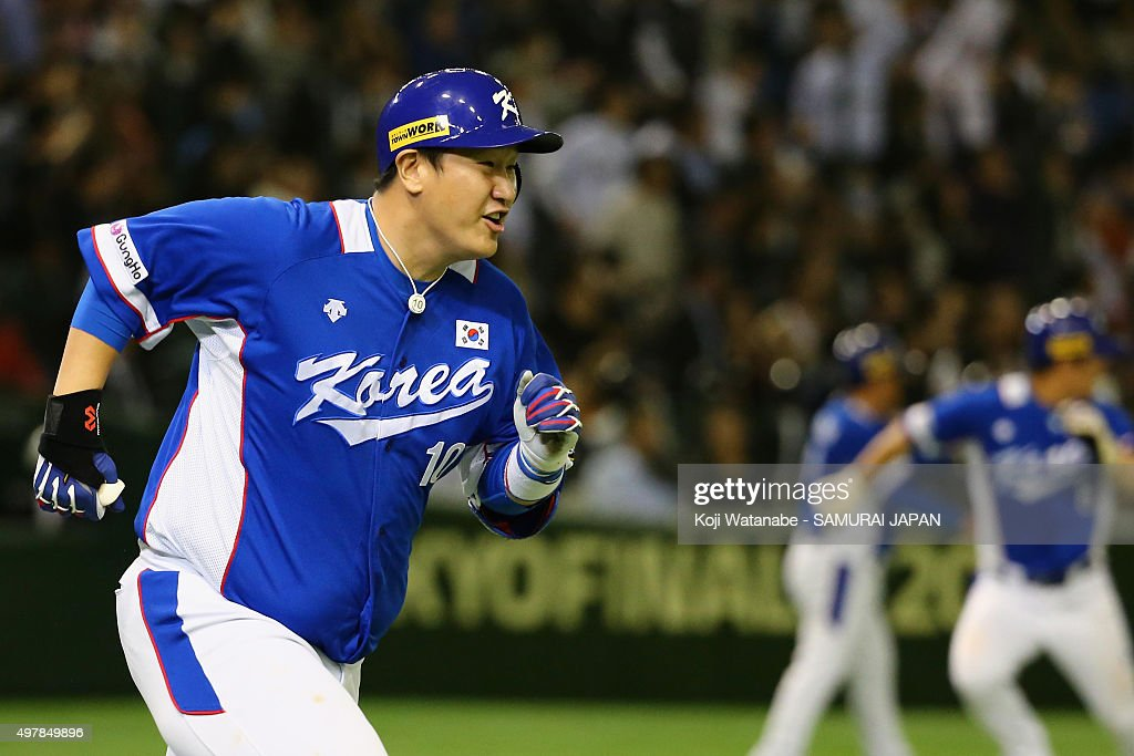 Designated hitter Lee Dae Ho #10 of South Korea hits two-run single to make 4-3 in the top of ninth inning during the WBSC Premier 12 semi final match between South Korea and Japan at the Tokyo Dome on November 19, 2015 in Tokyo, Japan.