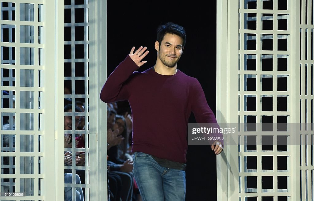 Designer Altuzarra greets the audience after presenting his collections during the Fall 2016 New York Fashion Week on February 13, 2016, in New York. / AFP / Jewel Samad