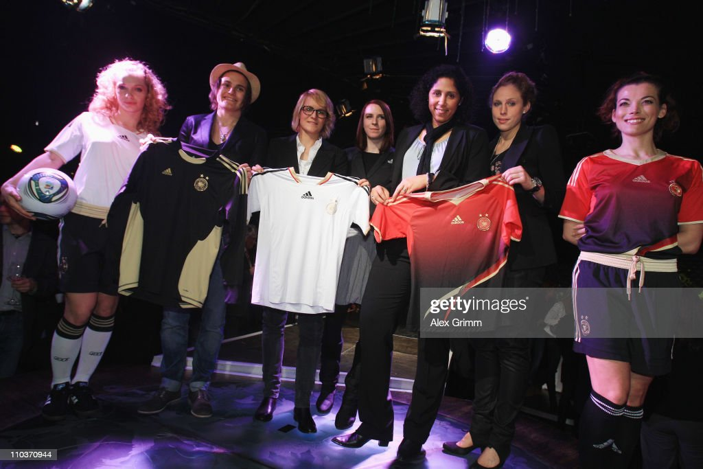 Designer Annette Kres (C) poses with Steffi Jones (3R), head of the organization committee, Nadine Angerer (2L), Kim Kulig (2R) and Saskia Bartusiak (3L) of the German national football team during the presentation of the German FIFA Women's World Cup 2011 kit at the Cocoon Club on March 17, 2011 in Frankfurt am Main, Germany.