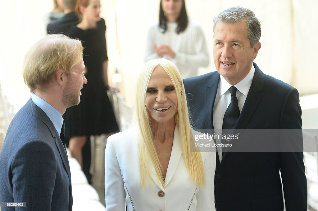 Designer Donatella Versace (C) and photographer <a gi-track='captionPersonalityLinkClicked' href=/galleries/search?phrase=Mario+Testino&family=editorial&specificpeople=203087 ng-click='$event.stopPropagation()'>Mario Testino</a> (R) attend the Anna Wintour Costume Center Grand Opening at the Metropolitan Museum of Art on May 5, 2014 in New York City.