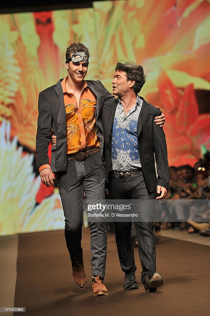 Designer <a gi-track='captionPersonalityLinkClicked' href=/galleries/search?phrase=Kean+Etro&family=editorial&specificpeople=2967727 ng-click='$event.stopPropagation()'>Kean Etro</a> acknowledges the applause of the audience after the Etro show during Milan Menswear Fashion Week Spring Summer 2014 show on June 24, 2013 in Milan, Italy.