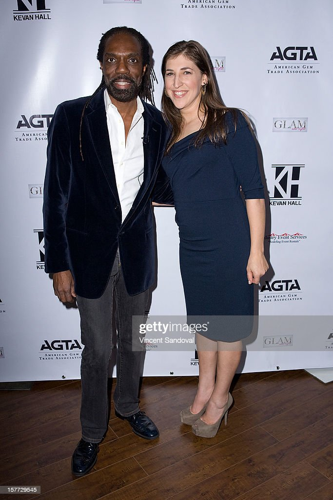 Designer Kevan Hall and actress <a gi-track='captionPersonalityLinkClicked' href=/galleries/search?phrase=Mayim+Bialik&family=editorial&specificpeople=1539271 ng-click='$event.stopPropagation()'>Mayim Bialik</a> (R) attend fashion designer Kevan Hall's Spring 2013 Collection on December 5, 2012 in Los Angeles, California.