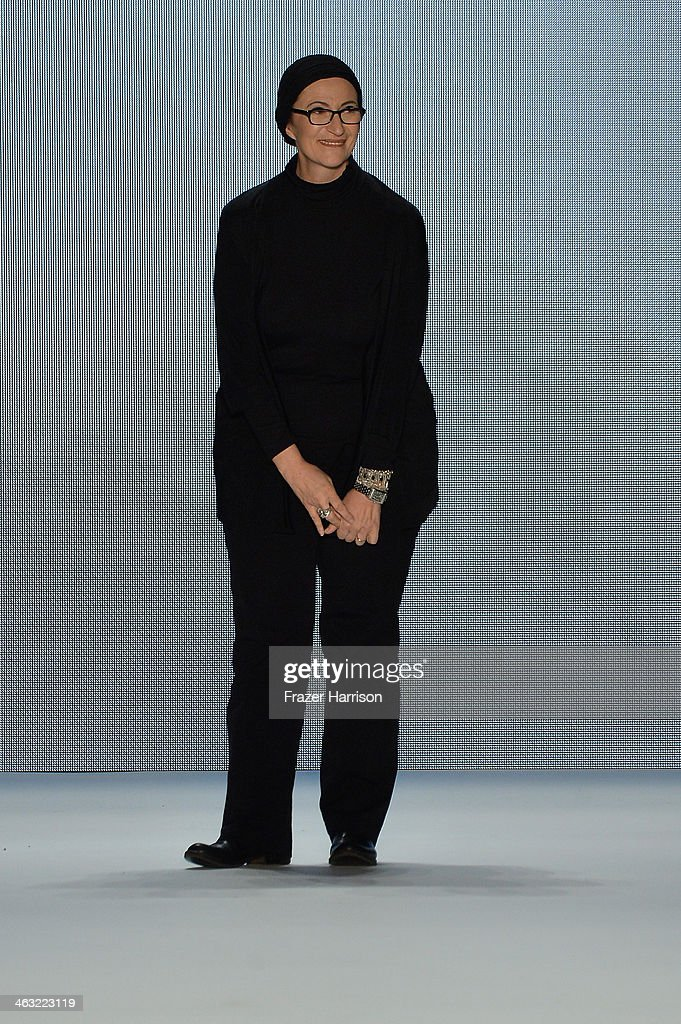 Miranda konstantinidou show mercedes benz fashion week for Mercedes benz fashion show