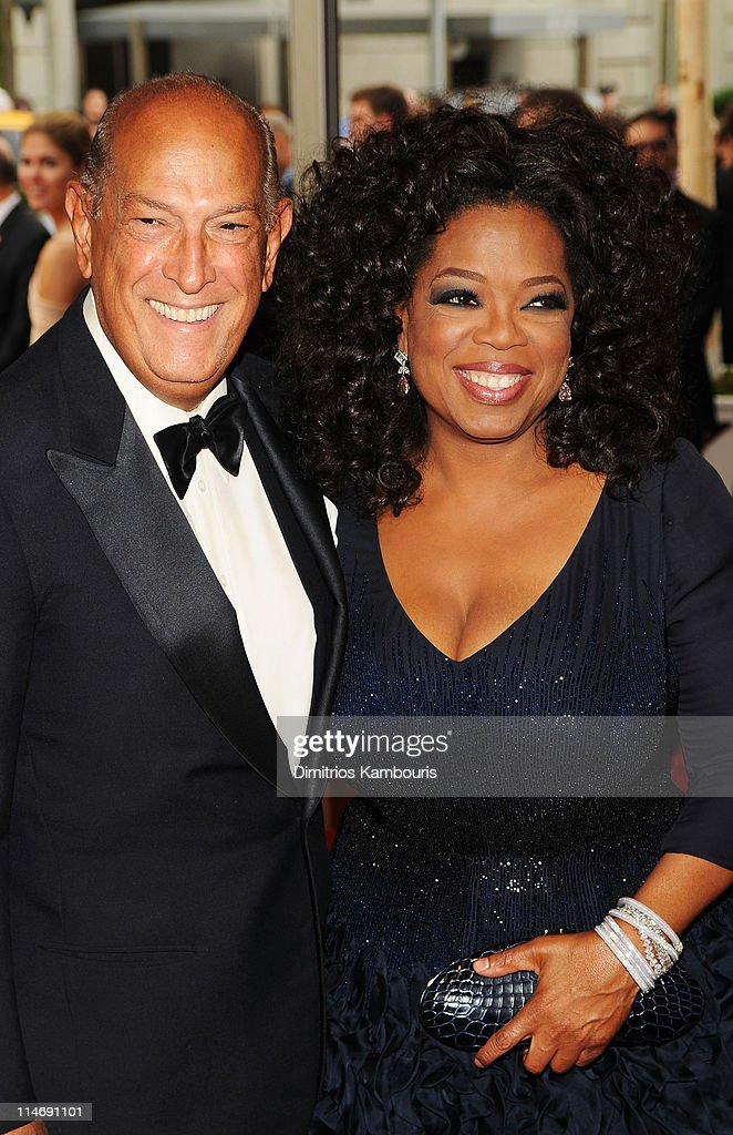 Designer Oscar de la Renta (L) and Oprah Winfrey attend the Costume Institute Gala Benefit to celebrate the opening of the 'American Woman: Fashioning a National Identity' exhibition at The Metropolitan Museum of Art on May 3, 2010 in New York City.