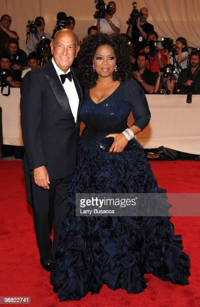 Designer Oscar de la Renta and Oprah Winfrey attend the Costume Institute Gala Benefit to celebrate the opening of the 'American Woman Fashioning a...