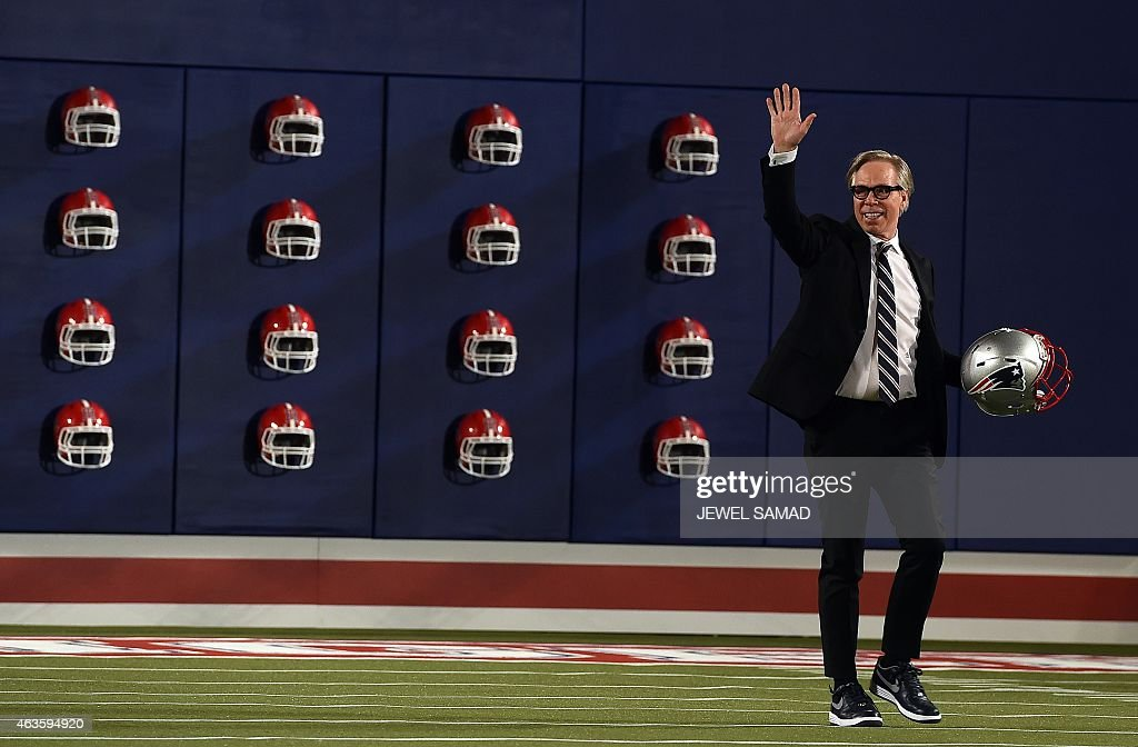 US designer Tommy Hilfiger greets the audience after presenting his Fall 2015 women's collection during MercedesBenz Fashion Week Fall 2015 in New...