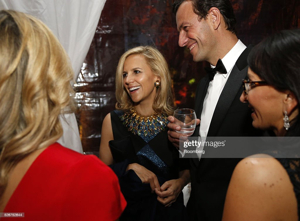 Designer Tory Burch, center left, attends the Bloomberg Vanity Fair White House Correspondents' Association (WHCA) dinner afterparty in Washington, D.C., U.S., on Saturday, April 30, 2016. The 102nd WHCA raises money for scholarships and honors the recipients of the organization's journalism awards. Photographer: Andrew Harrer/Bloomberg via Getty Images